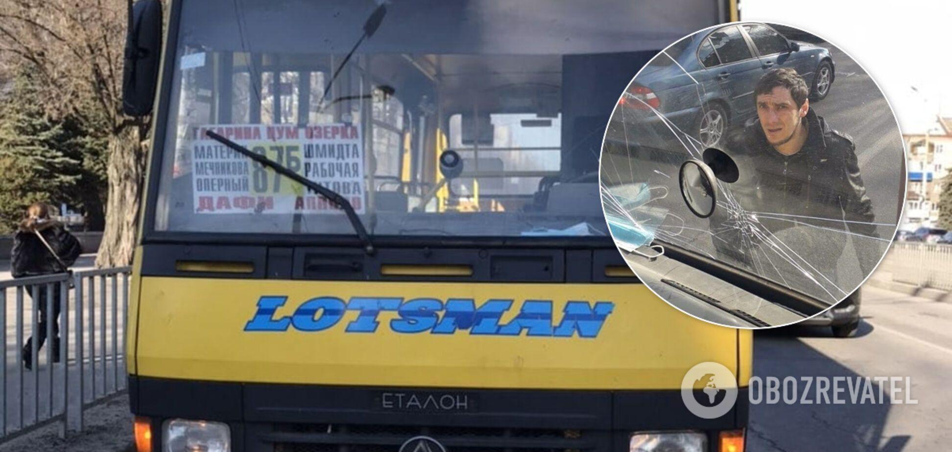 Розгромили маршрутку і погрожували: в Дніпрі розшукують неадекватних бешкетників