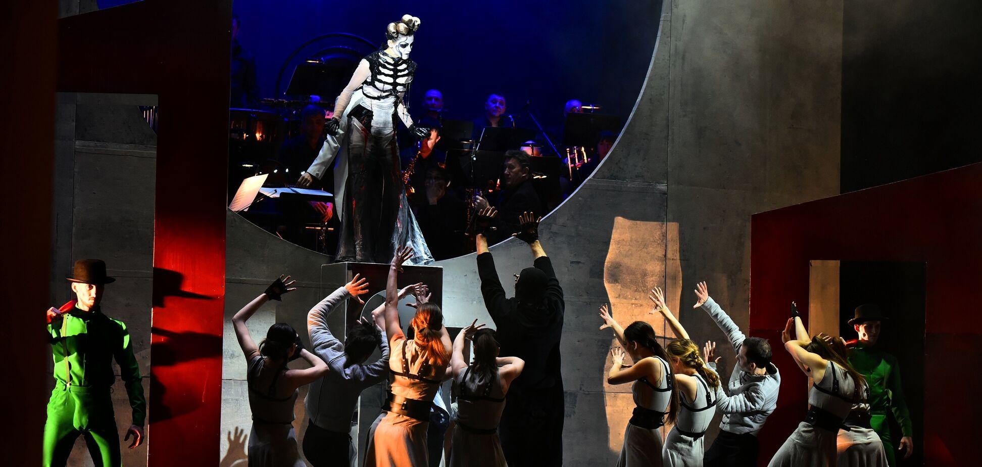 10 марта на сцене Национальной оперетты состоится легендарная рок-опера 'Белая ворона'