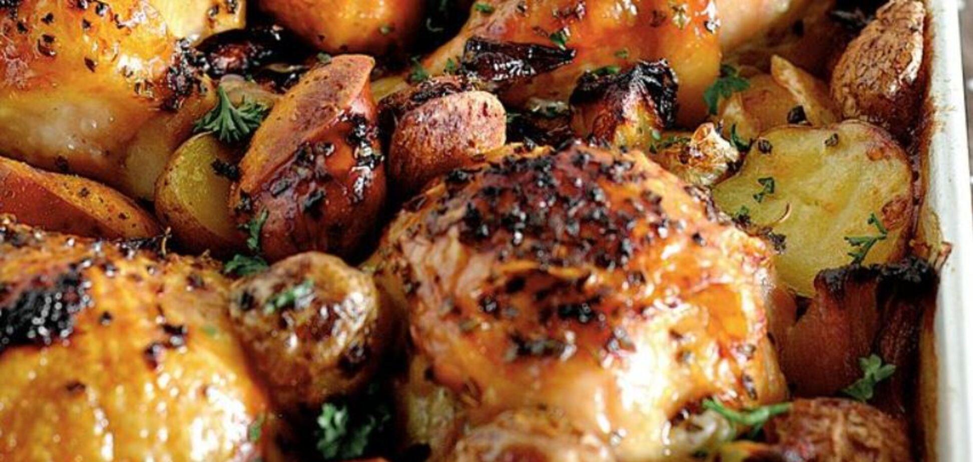 Запікаємо в духовці: рецепт простої м'ясної страви з гарніром на свято
