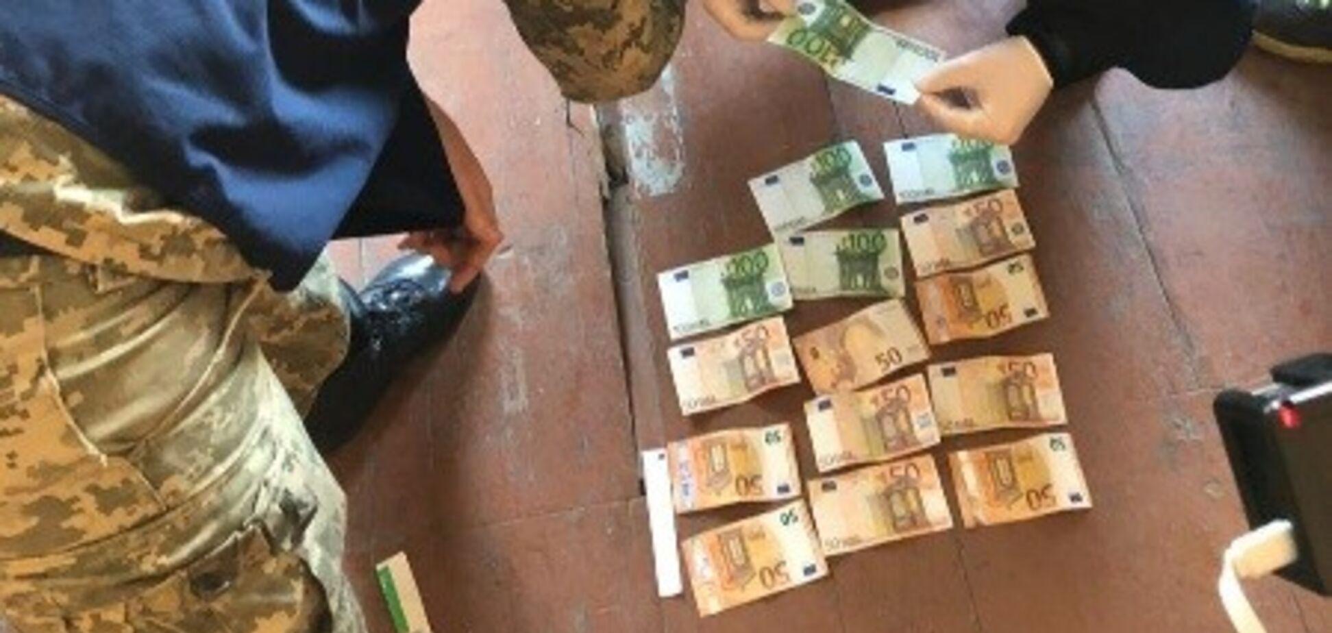 В Черновицкой области пограничник 'погорел' на взятничестве и покрытии контрабанды