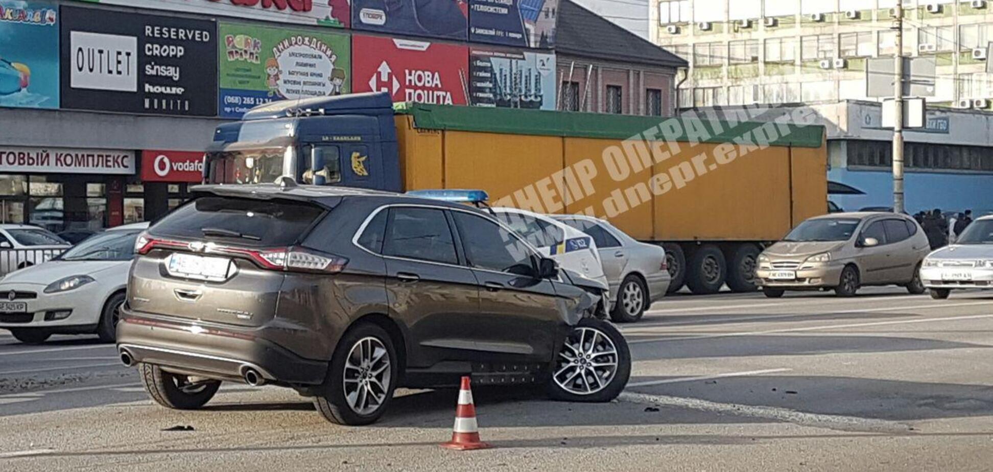 Повернул через две полосы: в Днепре произошло жесткое ДТП на Слобожанском проспекте. Видео