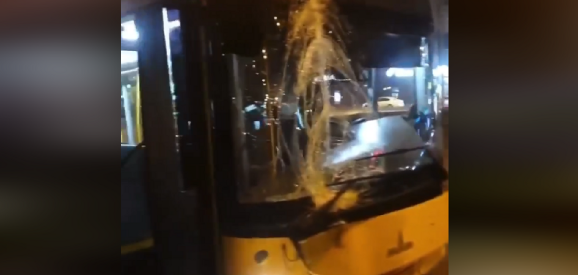 В Киеве произошло ДТП с автобусом