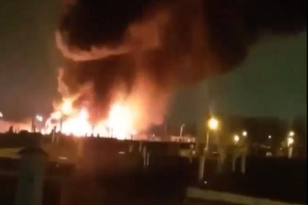У Києві розгорілася потужна пожежа