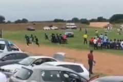 Болельщик из ЮАР попытался задавить судью