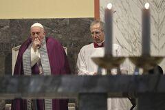 Папа Римський захворів після зустрічі з прихожанами в Італії