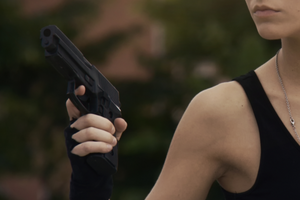 Няня випадково підстрелила дитину, роблячи селфі з пістолетом