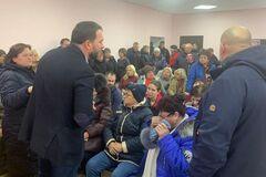Под Днепром избиратели набросились на нардепа-'слугу' Каптелова. Видео
