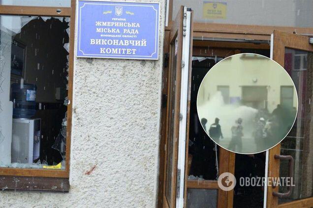 В Жмеринке у мэрии устроили жесткую массовую драку