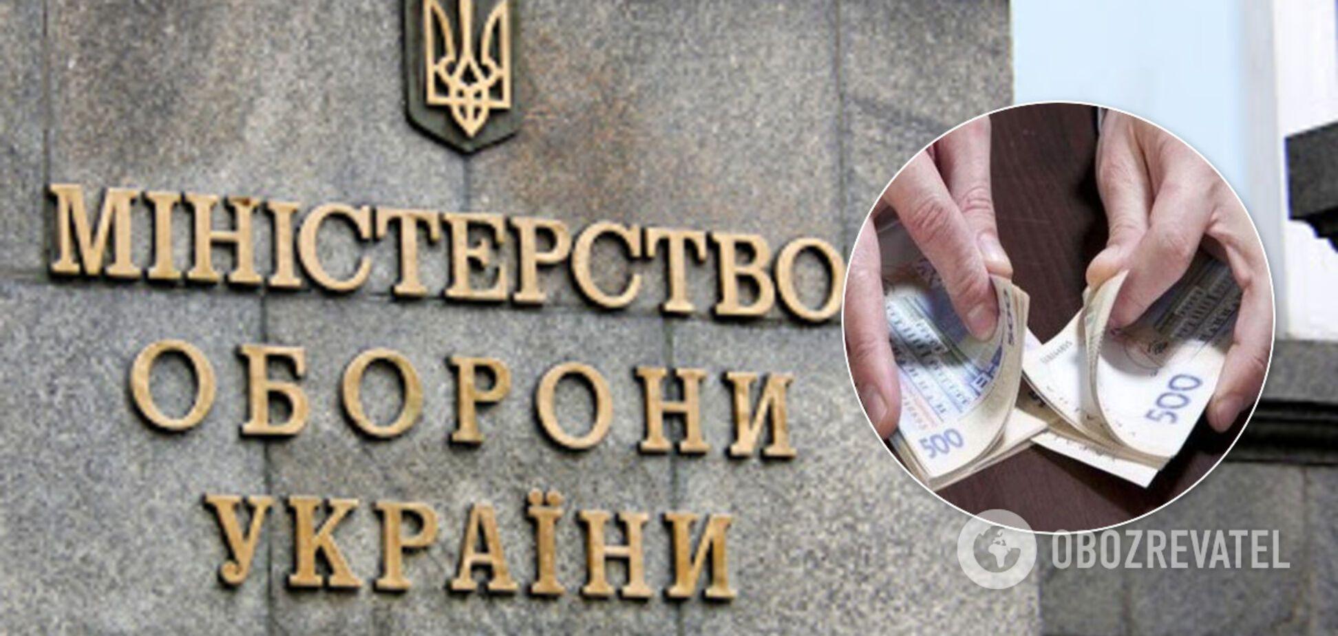 Ексчиновник Міноборони привласнив сотні тисяч з держбюджету: що йому світить