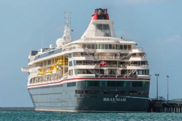 На кораблі 1500 осіб