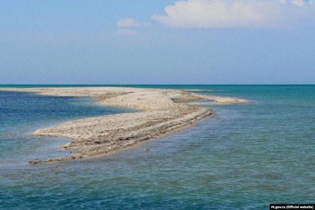 Бакальська коса у Криму майже перетворилася на острів