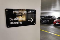 В Киеве появились зарядные станции для электромобилей Porsche