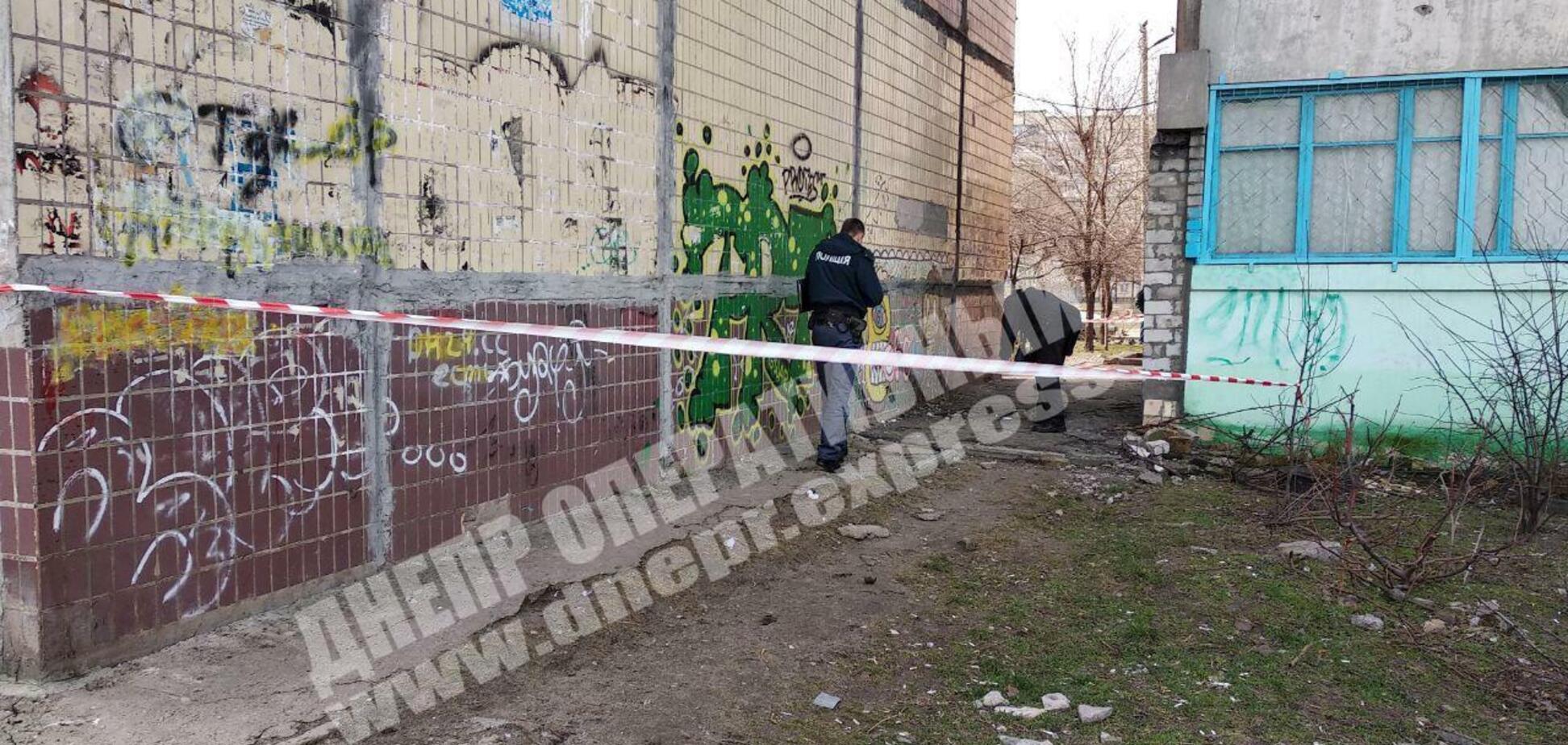 У Дніпрі біля житлових будинків вибухнув снаряд: дитині відірвало руку. Відео