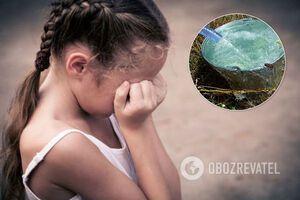У Херсоні мати виставила 6-річну доньку голою на вулицю і обливала водою. Фото знущань