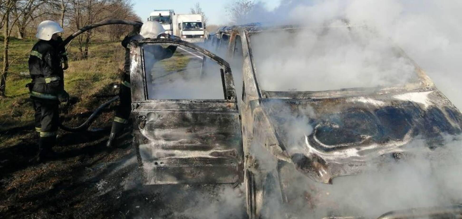 Під Одесою на ходу дотла згоріла маршрутка