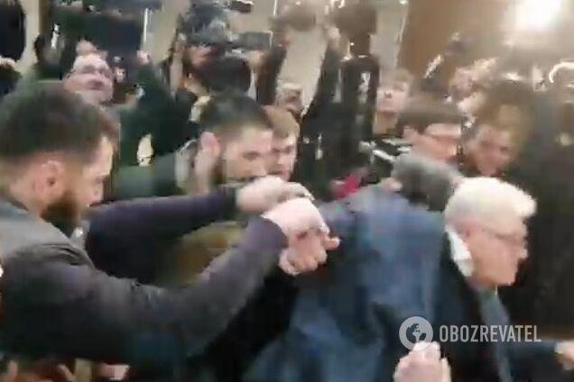 Ветерани АТО заштовхали Сивоха, він упав: з'явилося відео