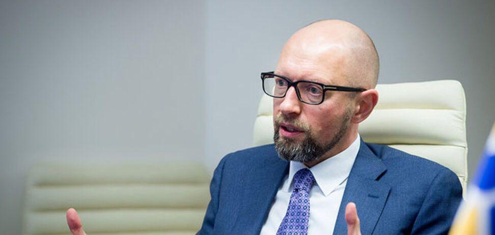 Яценюка в маске привезли в клинику 'Борис': у экс-премьера отреагировали