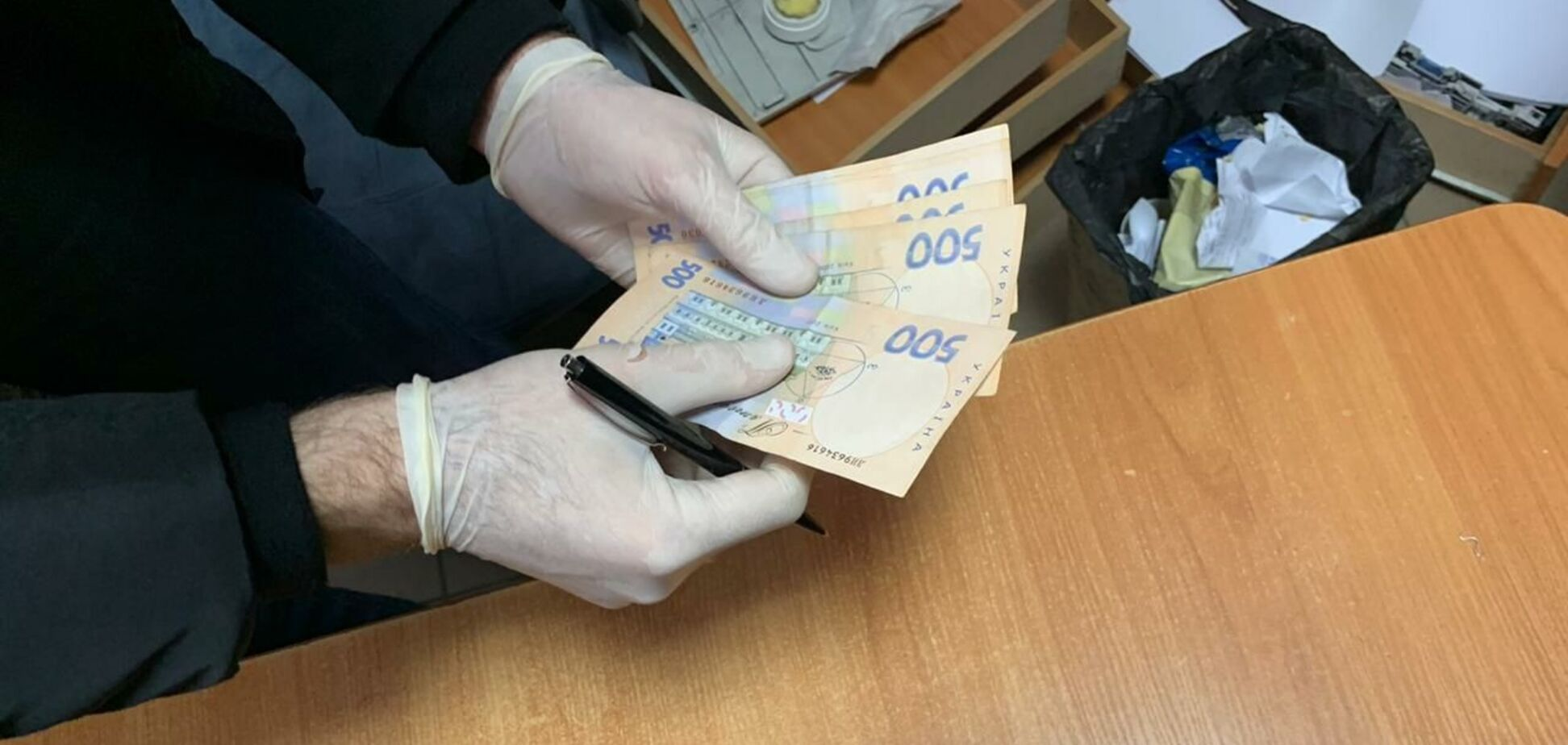 'На горячем': на Галицкой таможне задержали инспектора-взяточницу