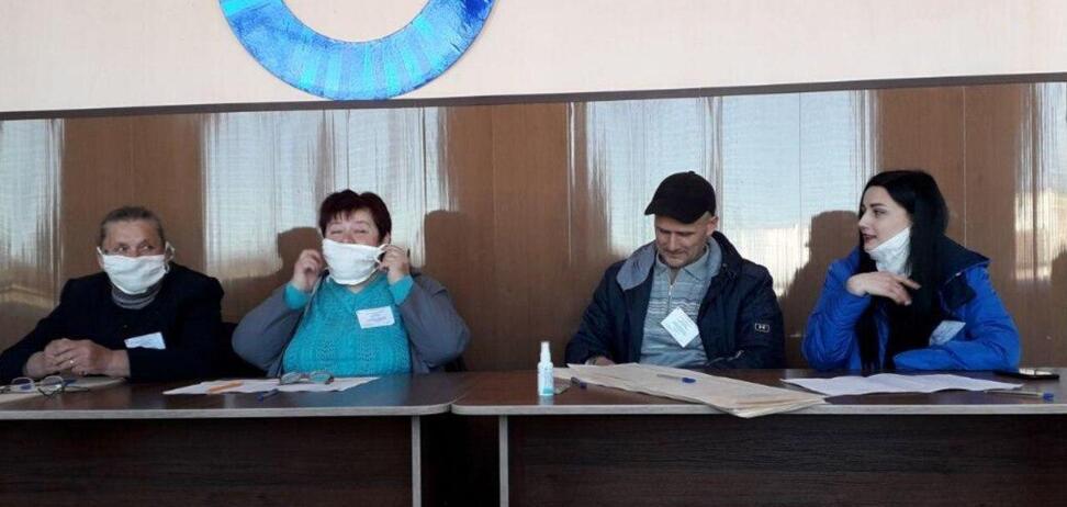 На Харківщині влаштували вибори нардепа в масках