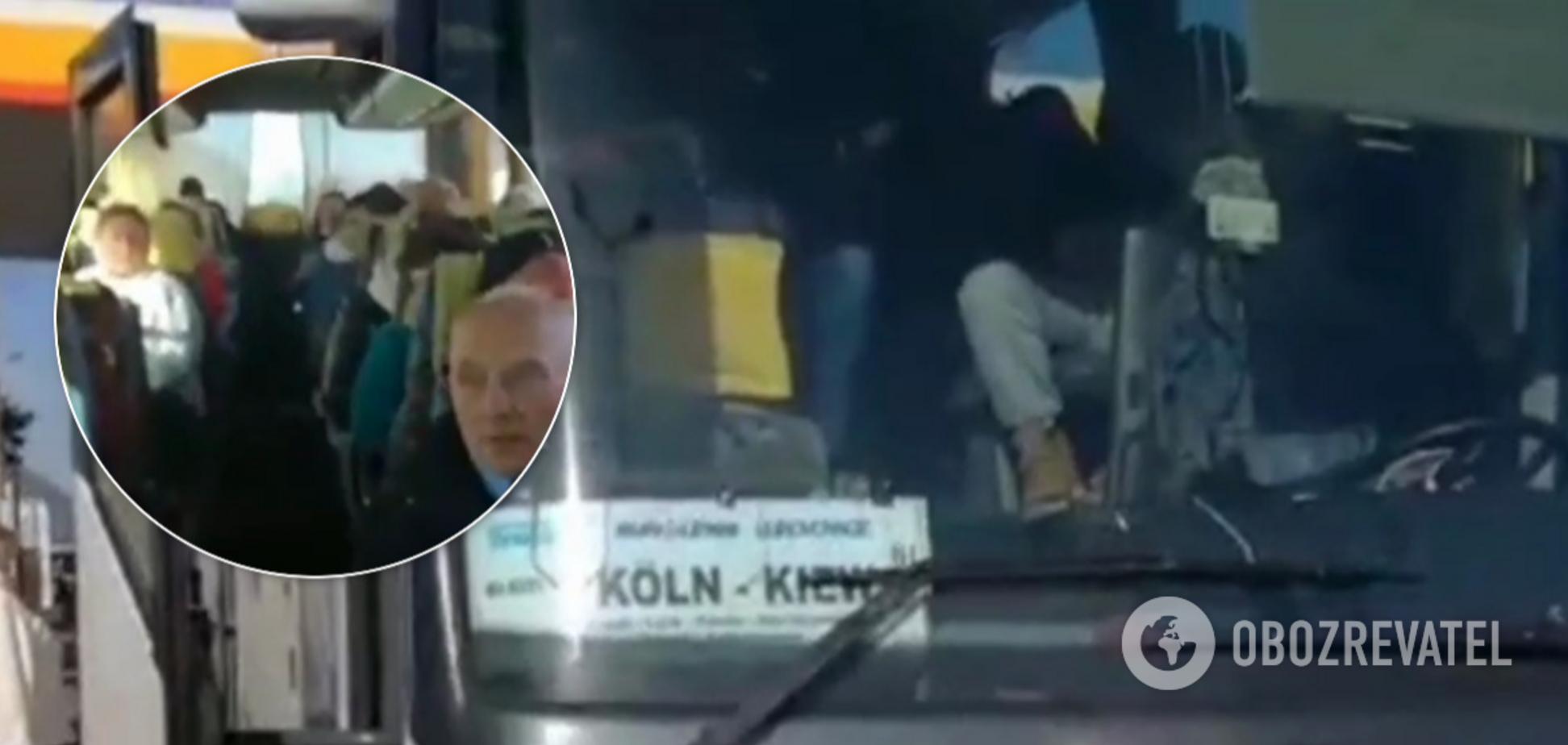 Автобус с украинцами застрял между Германией и Польшей