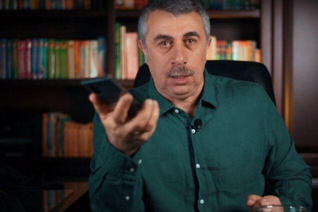 """""""Мойте мыльной водой"""": Комаровский рассказал, как не заразиться коронавирусом через мобильный"""