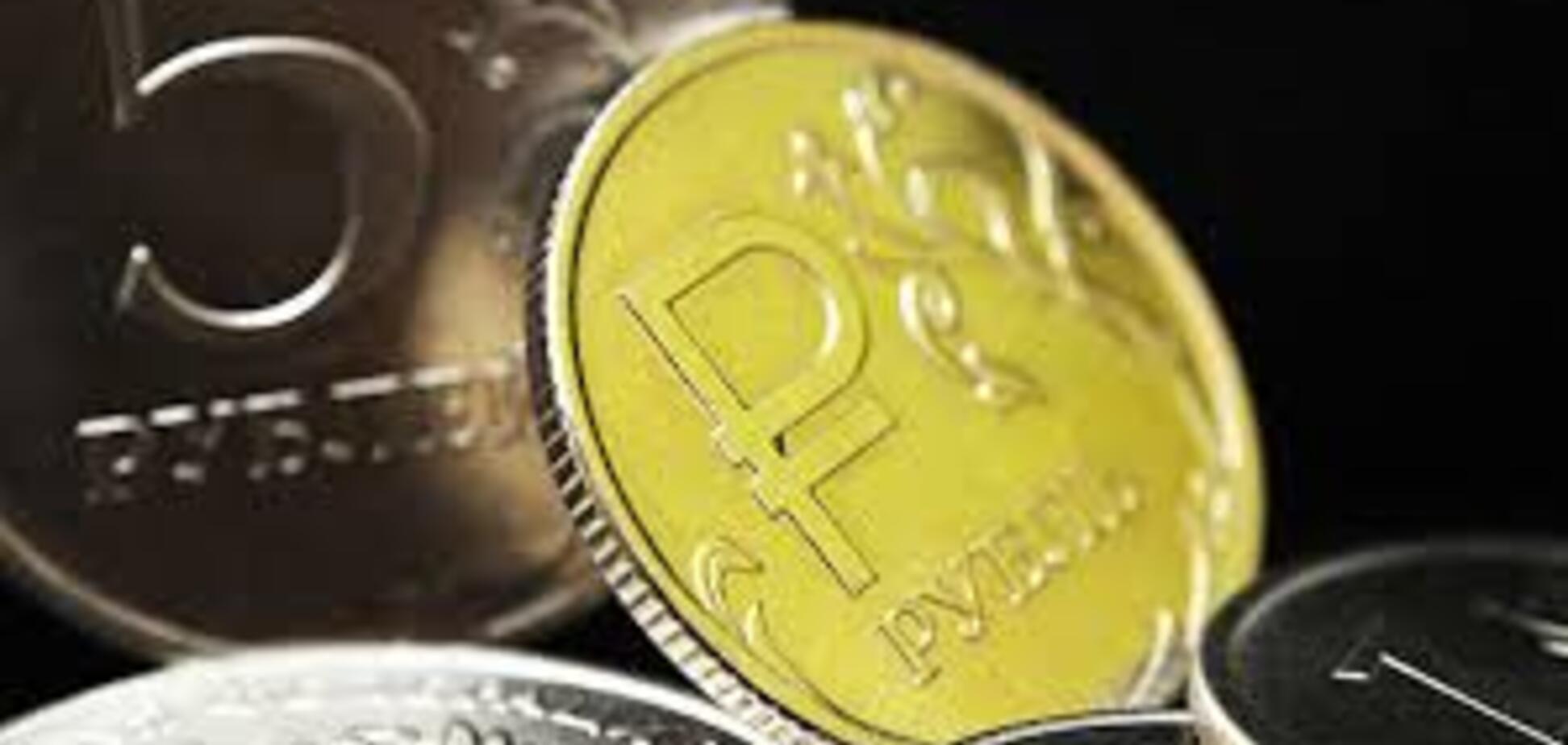 Російський рубль обвалився: економіст дав прогноз
