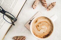 Что почитать на карантине: 5 захватывающих книг для поднятия настроения