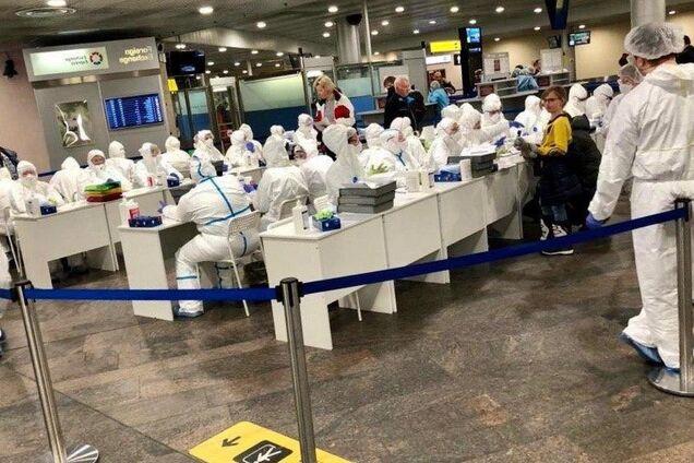 Перевірка на коронавірус у Шереметьєво потрапила на фото і відео