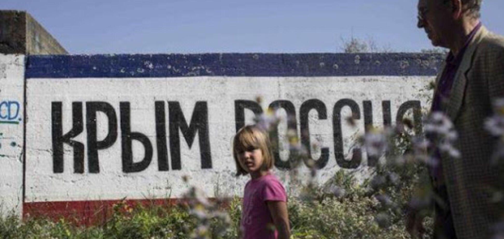 Офіцер показав, як Росія в Криму спотворює дітей. Фото