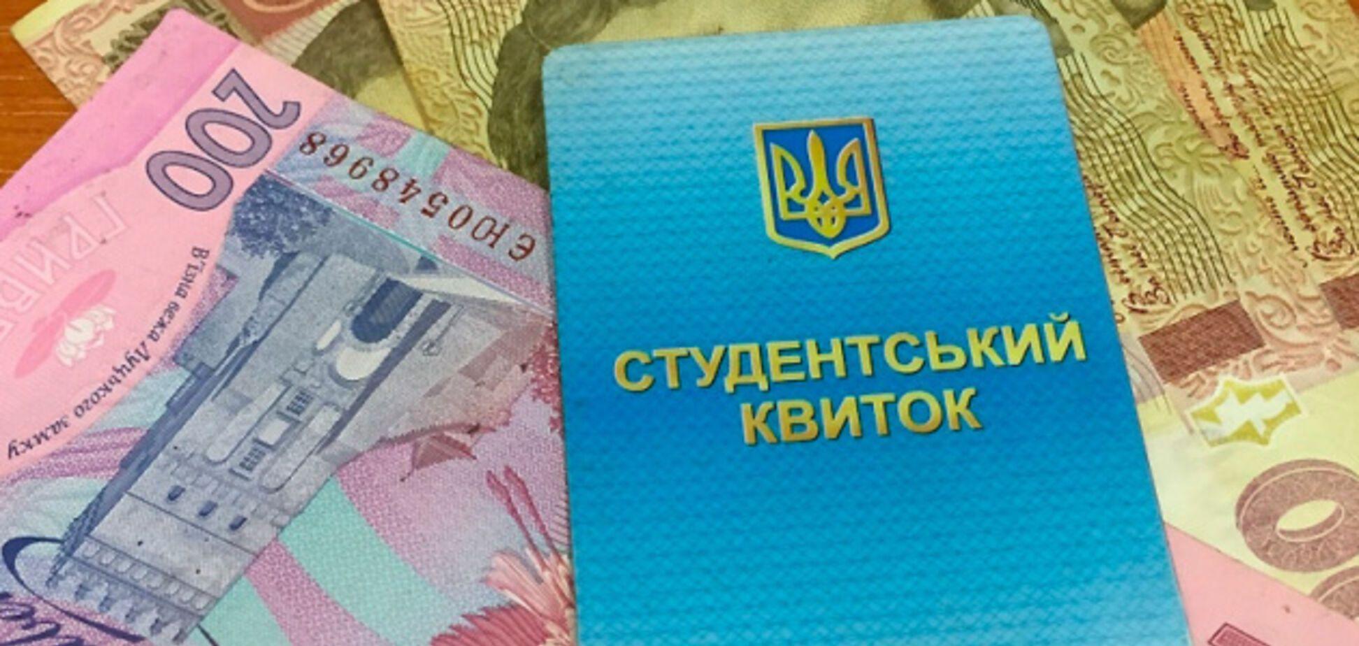 В Украине студентам начали задерживать стипендии: в МОН назвали причину