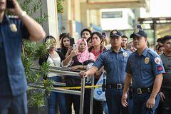 На Филиппинах захватили в заложники 30 человек. Фото и видео