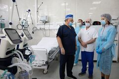 Жена Порошенко передала киевской больнице восстановленные аппараты ИВЛ. Фото