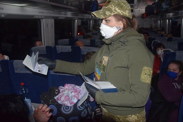 З Польщі поїздами привезли більше тисячі українців: подробиці