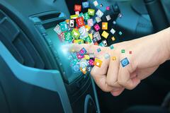 Використання Apple CarPlay і Android Auto небезпечне для життя