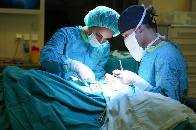 Медики провели сложную операцию военному