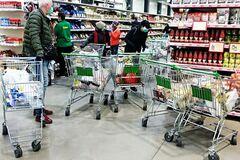 У Києві ввели жорсткі правила в супермаркетах: на вході перевірять усіх, а продавати на вагу заборонили