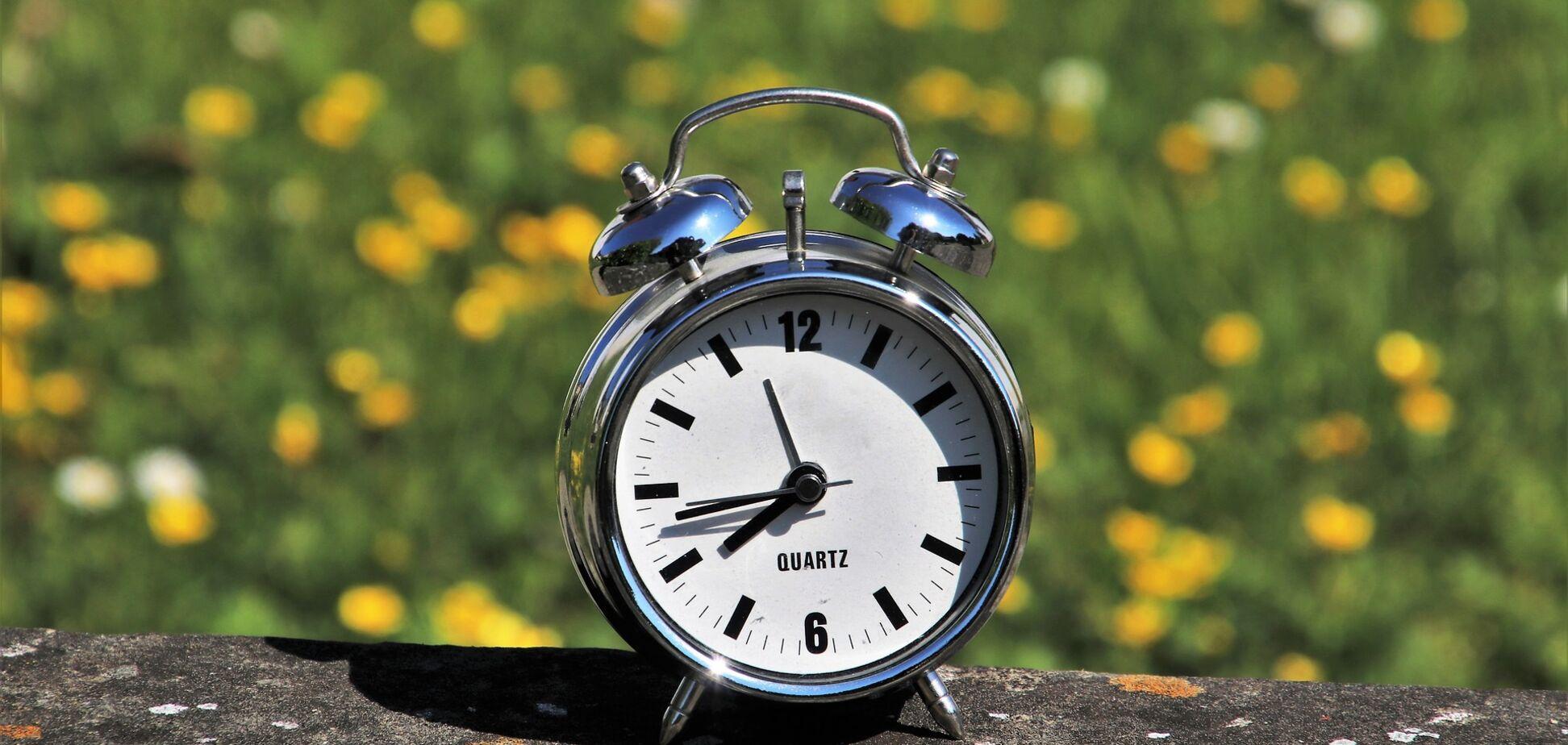 Переведення годинників на літній час: лікарі порадили, як підготуватися