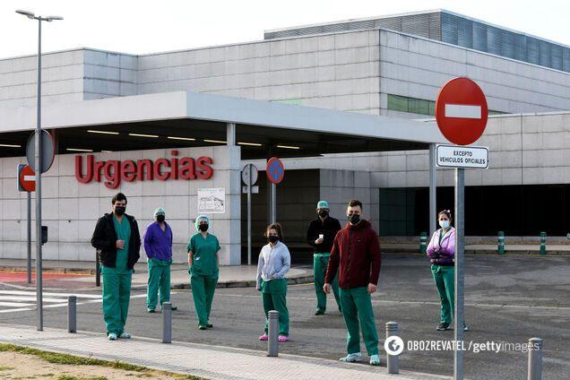 В больницах Испании пик из-за коронавируса: врачи выбирают, кто будет жить