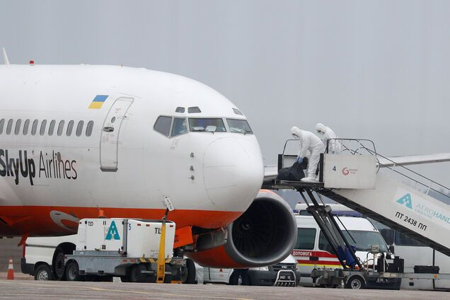 Кулеба призвал украинцев за границей немедленно возвращаться