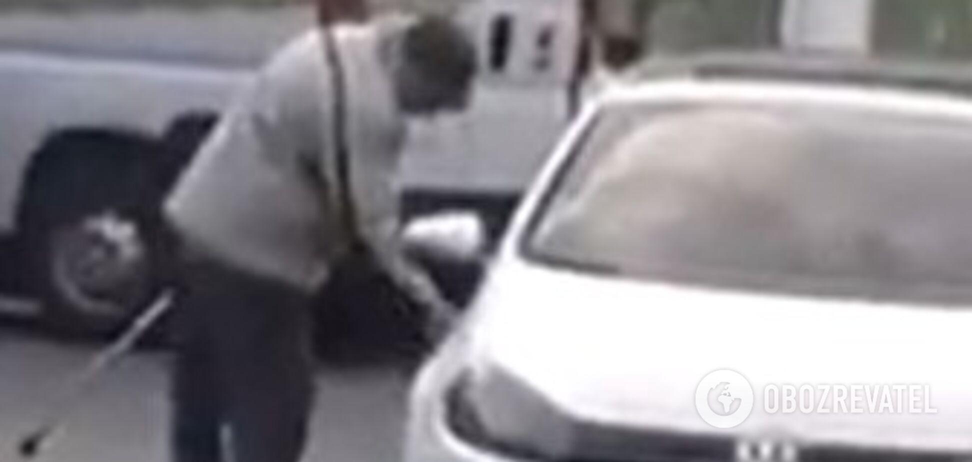 В Одесі 'коронавірусний терорист' намагається заразити городян: мережу обурило відео