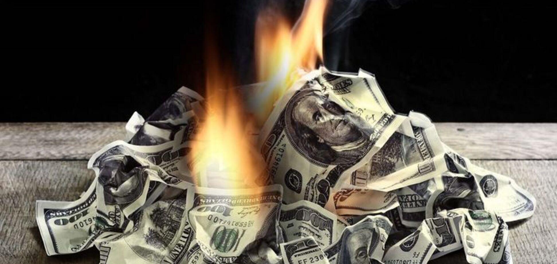 У Росії пішли на безпрецедентні заходи з порятунку рубля: спалили $500 млн