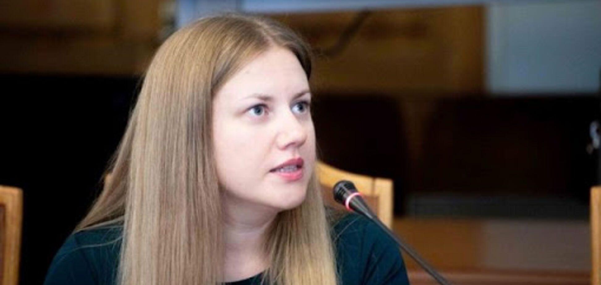 Вчителька з Рівного розробила гральні карти для вивчення української мови