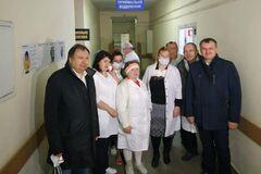 'Вместе - победим'. Фонд Порошенко передал реанимационное оборудование Львовскому госпиталя
