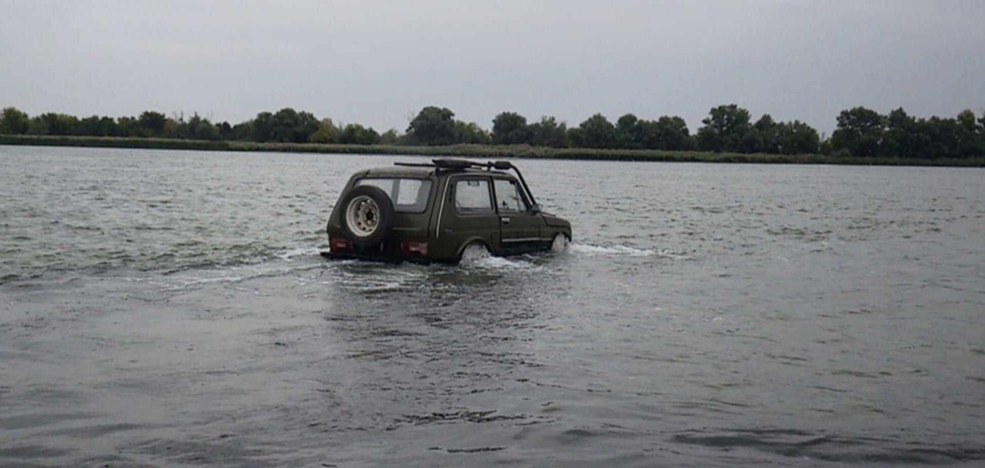 Lada Niva навчили плавати: як це вдалося зробити