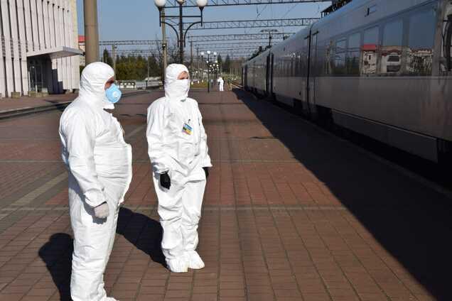 В Киев прибыл поезд из Польши с 600 украинцами