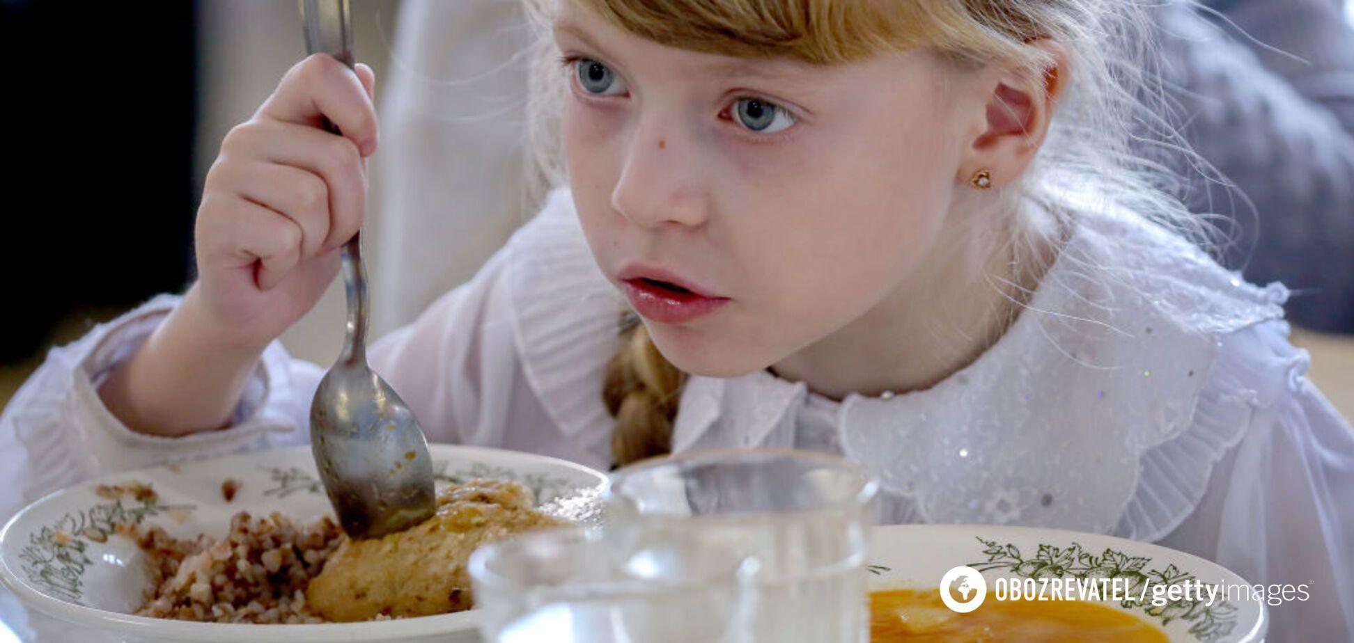 Українці розповіли, що насправді їдять на карантині