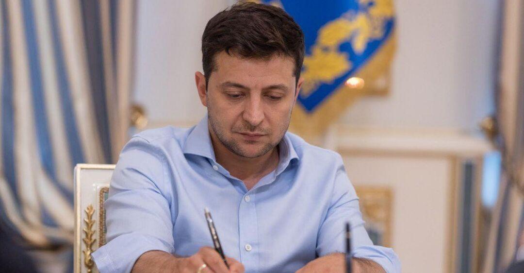 ''В течении дня-двух'': у Зеленского заговорили о введении ЧП в Украин