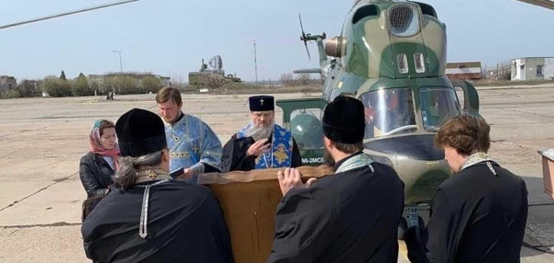 Священники УПЦ МП провели 'воздушный крестный ход' против коронавируса. Фото и видео