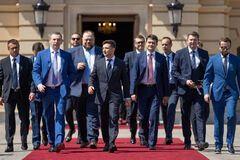 Поки українці вдома без зарплат, 'Слуги' ні в чому собі не відмовляють