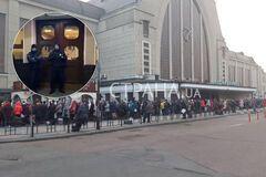 С киевского вокзала в Москву эвакуировали сотни россиян. Фото и видео
